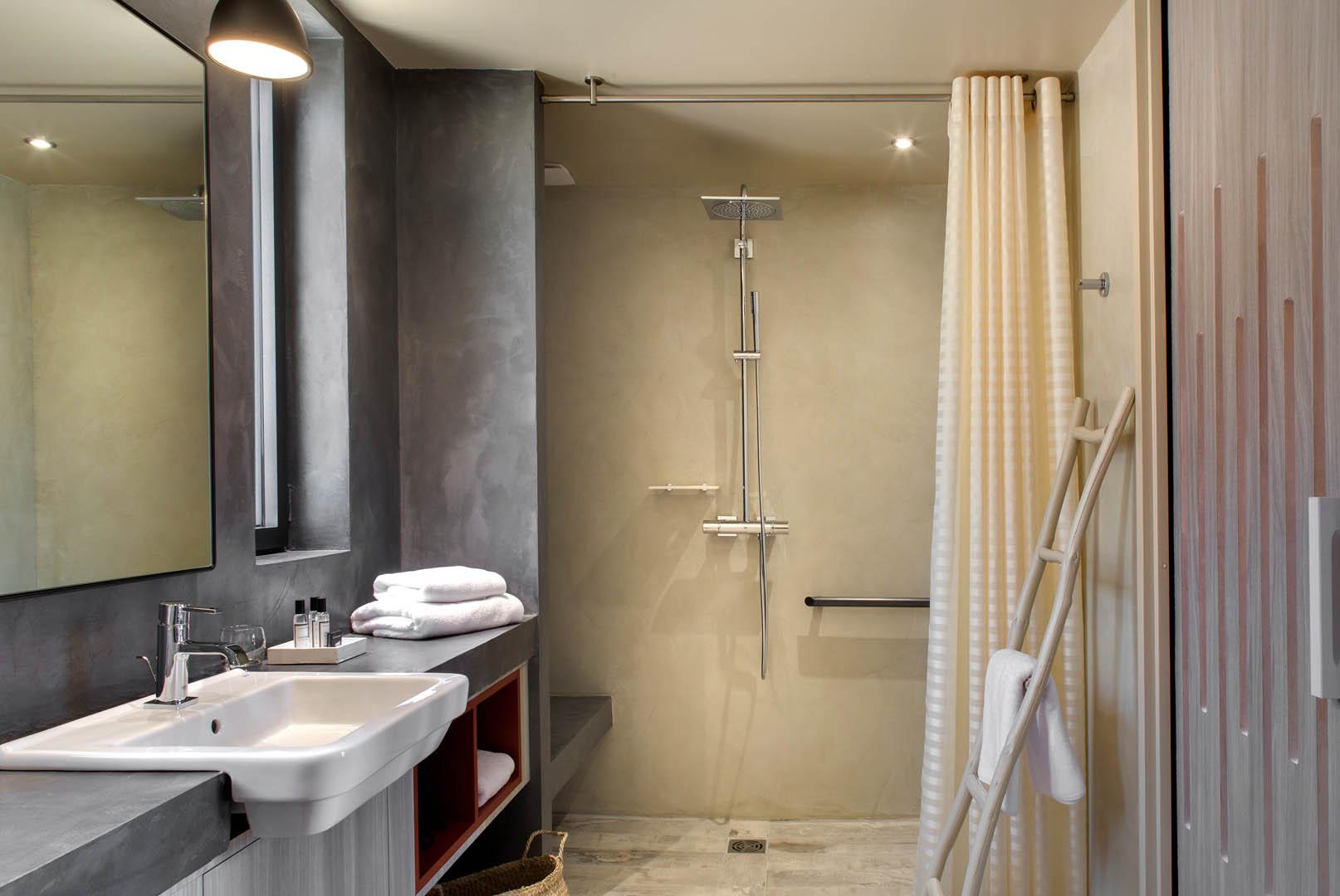 Grande salle de bain, maison d'hôtes Alpilles, Le Pré Gourmand