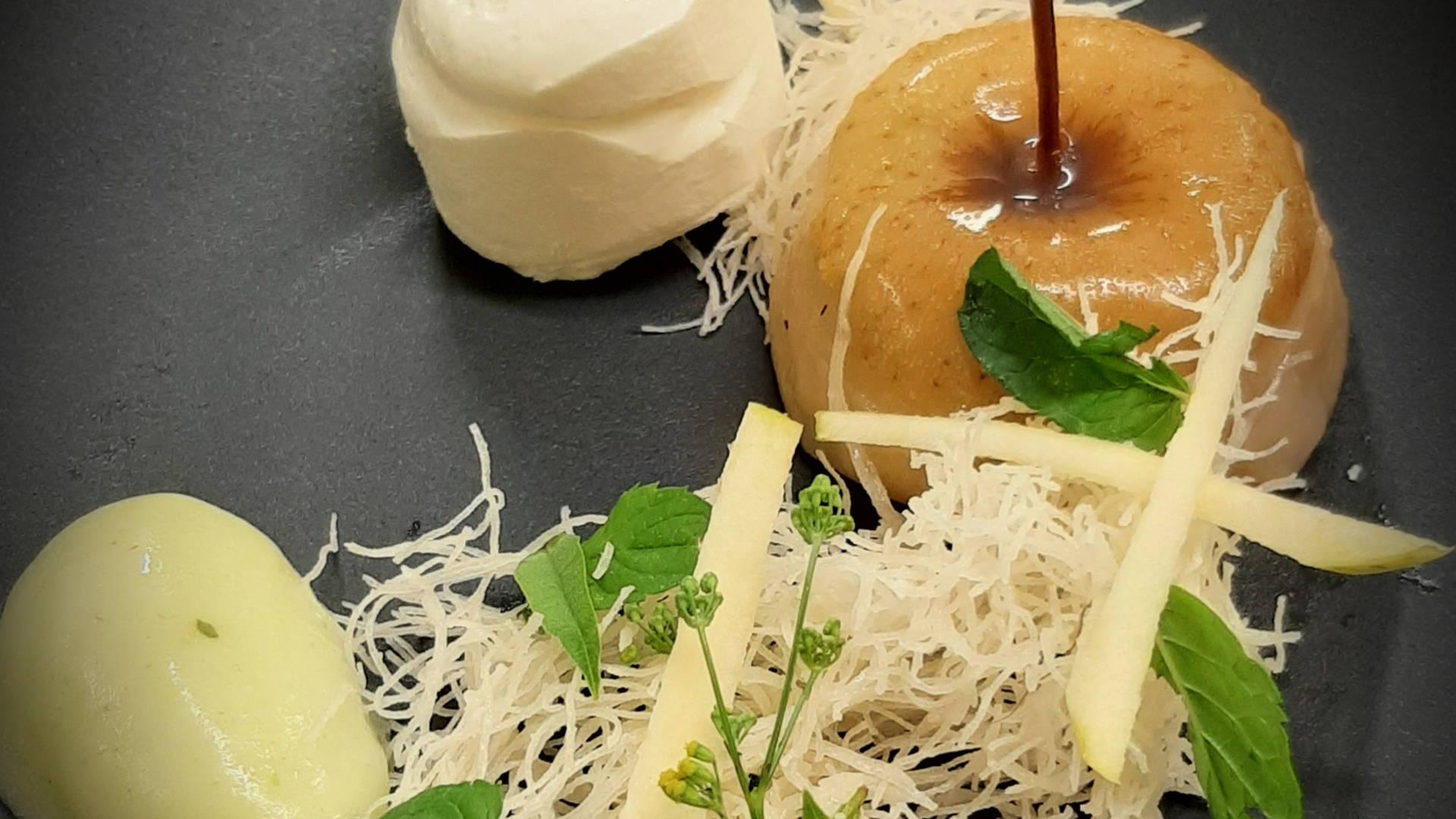 dessert gastronomique composé de pomme, restaurant gastronomique provence, Le Pré Gourmand